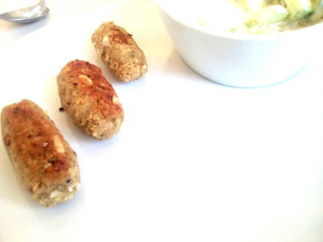 Petites saucisses veggies et salade de concombre citron | aneth